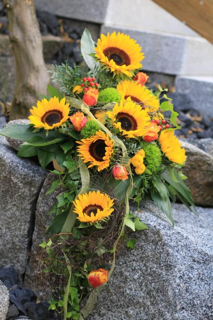 Kirchenschmuck Altarschmuck mit Sonnenblumen