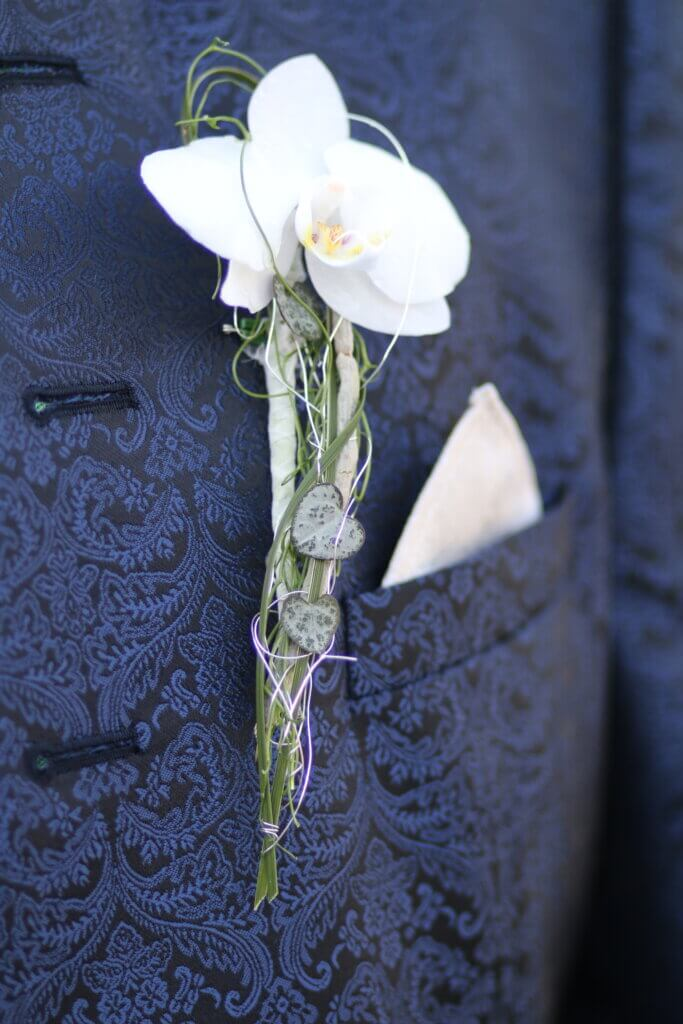 Hochzeit Anstecker weiß, grünAnstecker mit weißer Orchidee