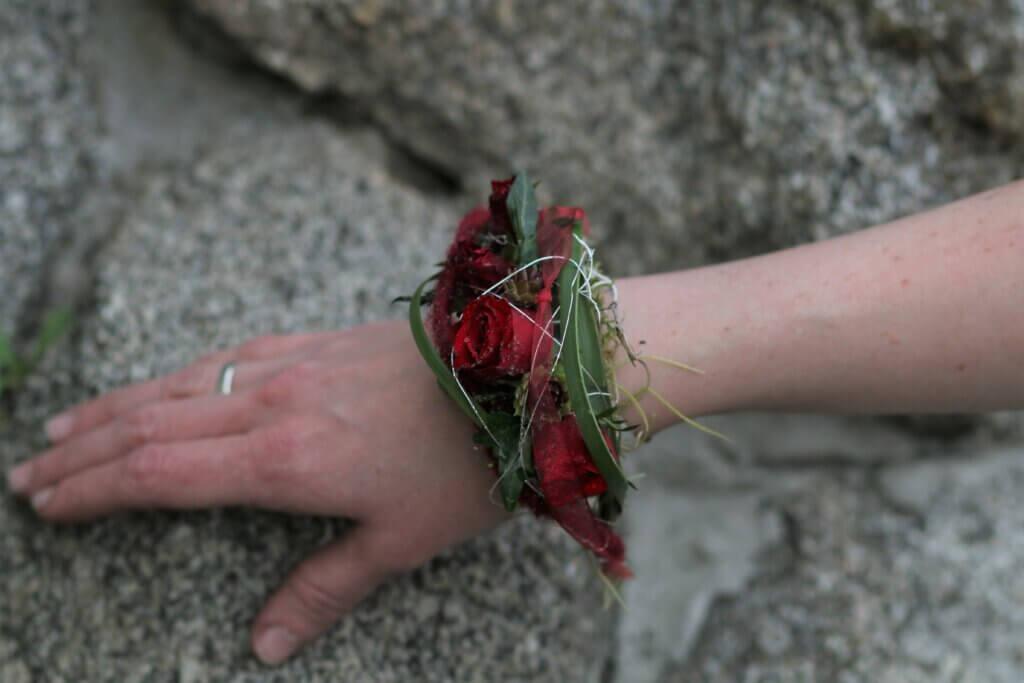 Körperschmuck Armreif mit roten Rosen