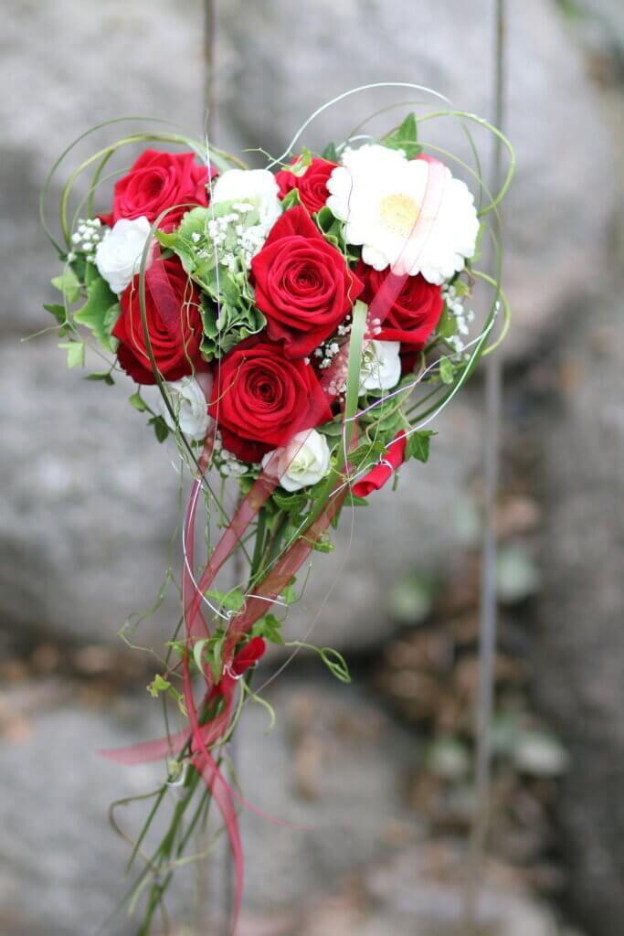 Hochzeitsschmuck Brautstrauß Herz rot