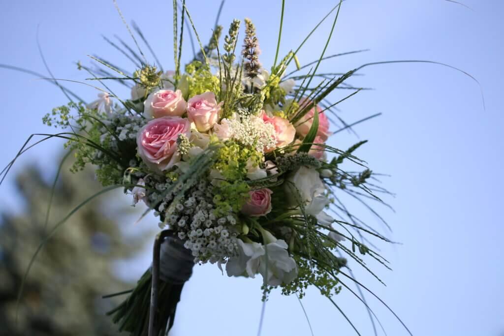Hochzeitsschmuck Brautstrauß rosa natürlich