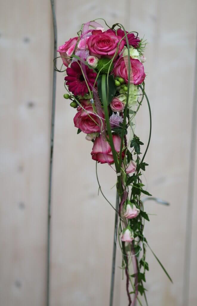 Hochzeitsschmuck Brautststauß Tropfen rosa bordeaux