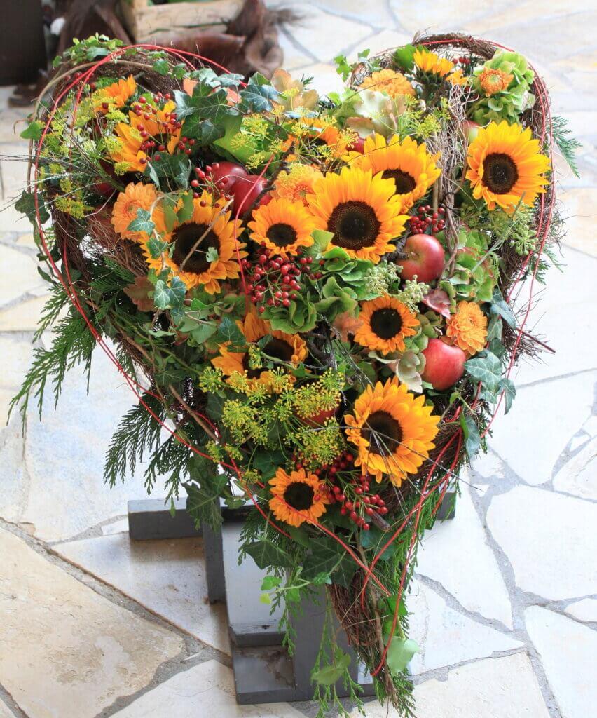 Trauerschmuck Herz mit Sonnenblumen - Kopie