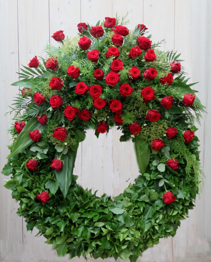 Trauerschmuck Kranz klassisch rote Rosen