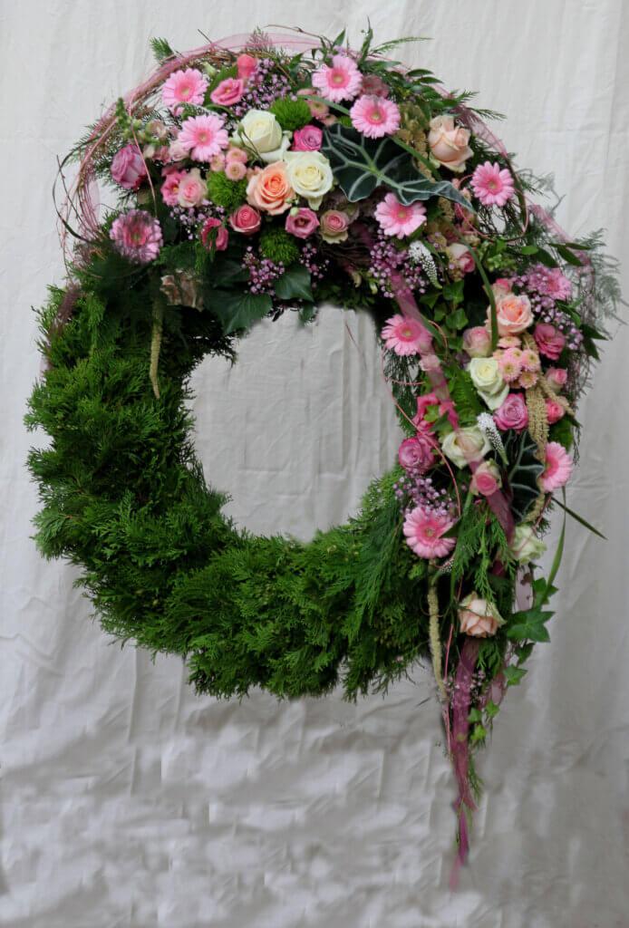 Trauerschmuck Kranz seitlich fließend rosa