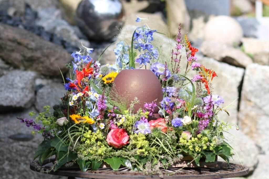 Trauerschmuck Urnemschmuck natürliche Blumenwiese