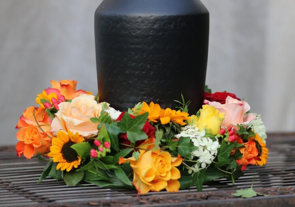 Trauerschmuck Urnerschmuck gelb orange mit Sonnenblumen